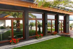 Как защитить деревянные окна?