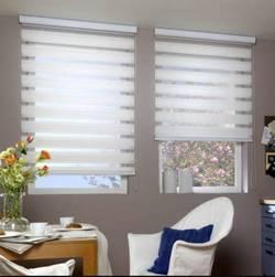 Регулирование солнечного света в комнате с помощью штор День-Ночь