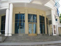 Тонировка окон в офисах и других общественных зданиях