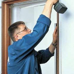 Устанавливаем дверные доборы разными способами