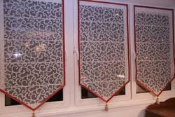 Уютный балкон: декорируем окна лоджии