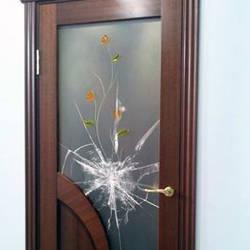 Вставляем стекло в межкомнатную дверь самостоятельно