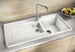 Белые кухонные мойки: основные критерии выбора