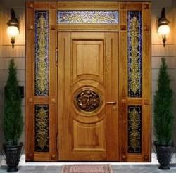 Как украсить входную дверь?