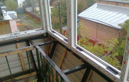 Как самостоятельно застеклить балкон?