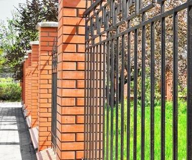 Какой забор лучше выбрать