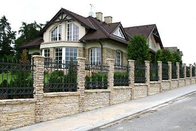 Виды заборов для загородных домов