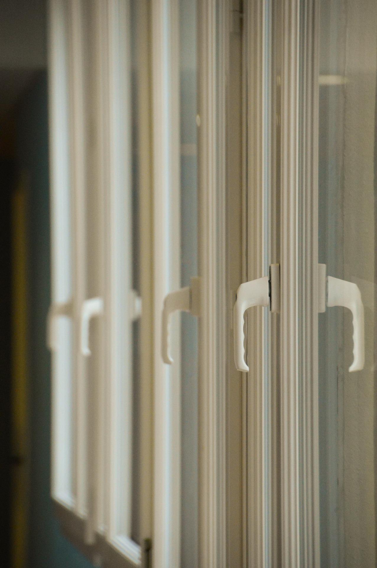 Причины образования конденсата на окнах из ПВХ