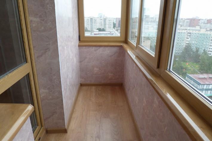 Плюсы и минусы отделки балкона ПВХ