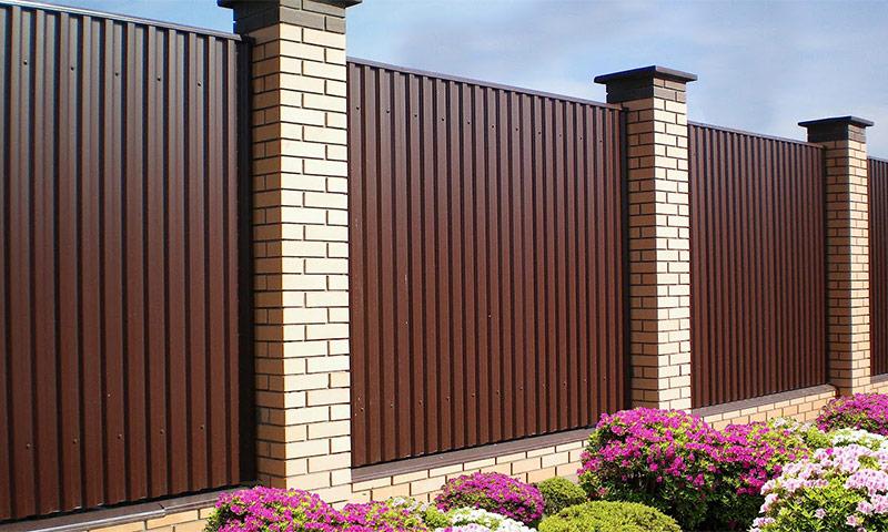Дачное ограждение – из чего лучше сделать забор?
